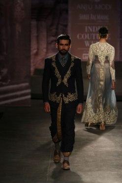 Anju Modi Dhoti Suit India Couture week