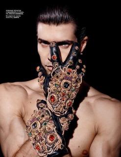 Roberto-Bolle-Vogue-Russia-Daniel-Sannwald-01