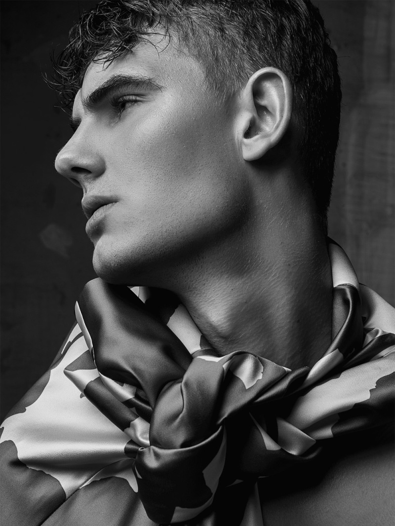 Portrait series by model Allan Lenartowicz shooting by Sergio Rezende.